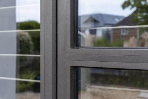 Aluminium - Alitherm Window with transom close up